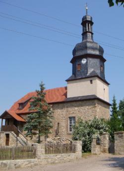 Schwabsdorf Dorfkirche tom.PNG