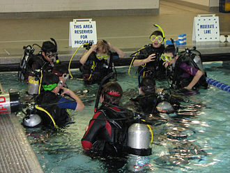 Scouts Canada - Scouts Canada members learn to scuba dive in a swimming pool