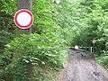 Senohraby, zákazy na cestě podél Mnichovky.jpg