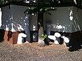 Skulpturen und Mosaiken Lynarstr. Spandau 6.jpg