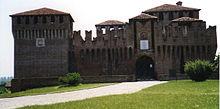 L'ingresso col ponte levatoio della fortezza
