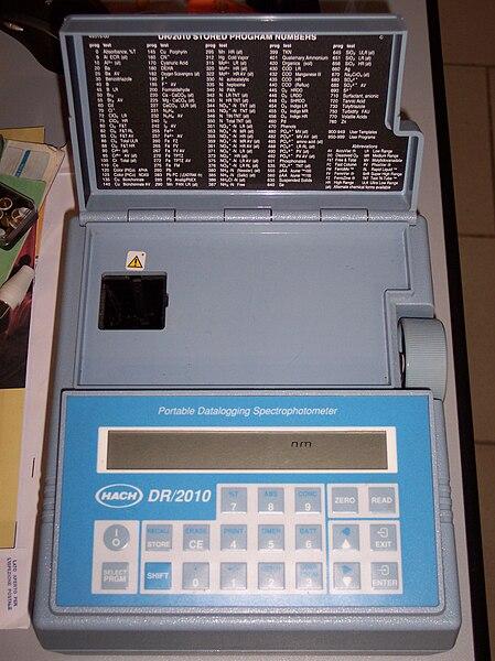 File:Spettrofotometro portatile.jpg