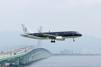 Star Flyer, A320-200, JA22MC (19394438186).jpg