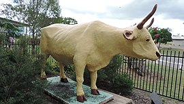"Statue of the bullock ""Banana"", 2014.JPG"