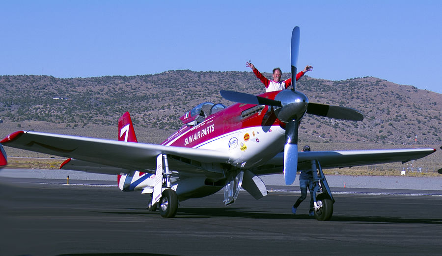 Robert Hoot Gibson and Strega wins the 2015 Reno Air Races