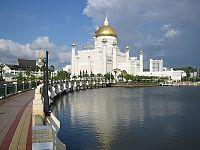 Sultan Omar Ali Saifuddien Mosque; 2002.jpg