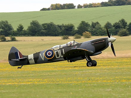 A restored 485 (NZ) Squadron Spitfire Supermarine Spitfire IX G-LFIX - Flying Legends 2016 (28123071802).jpg