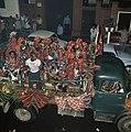 Surinaamse onafhankelijkheid feestende Surinamers op vrachtauto, Bestanddeelnr 254-9802.jpg