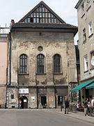 Synagoga wysoka z ulicy.jpg