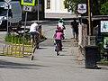 Třeboň, Jiráskova, cyklisté na mostě přes Spolský potok.jpg