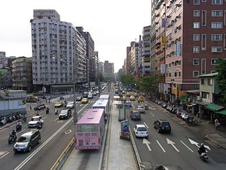 Bus lane - Bus lane in the middle of Roosevelt Road in Taipei, Taiwan