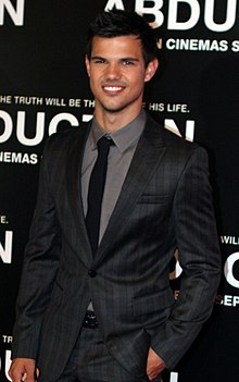 Taylor Lautner 2011 Abduction premiere.jpg