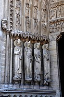 The outside of Notre Dam 4a.jpg