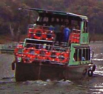 2009 Thekkady boat disaster - Zoomed image of tilted boat