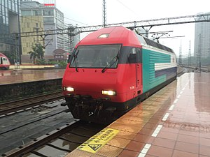 MTR KTT - MTR KTT locomotive TLS002 on Guangzhou–Shenzhen Railway reversing at Guangzhou East Railway Station