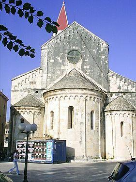 Trogirska katedrala - odzadu - zal. 1240.jpg
