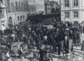 Tysk militær afhenter ansatte ved den britiske legation i Bredgade ved Sankt Annæ Plads, 9. April 1940.png