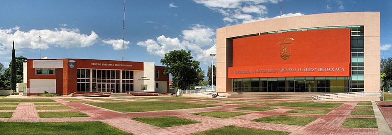 Foto panorámica del Centro Cultural Universitario y Rectoría de la Universidad Autónoma Benito Juárez de Oaxaca