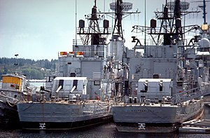 USS Southerland (DD-743) - Image: USS Southerland (DD 743) and Hollister (DD 788) at Puget Sound 1981