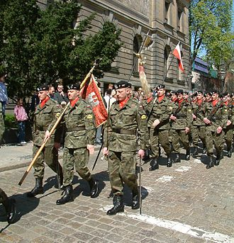 15th Poznań Uhlans Regiment - Soldiers of 1st Tank Btn. of 15th Greater Poland Armoured Brig., continuators of combat traditions of 15th Reg. with Colours of 15th Regiment