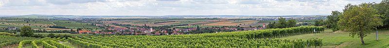 Unter-, Mitter- und Oberretzbach - Retz. vom Hl Stein1337-Pano.jpg