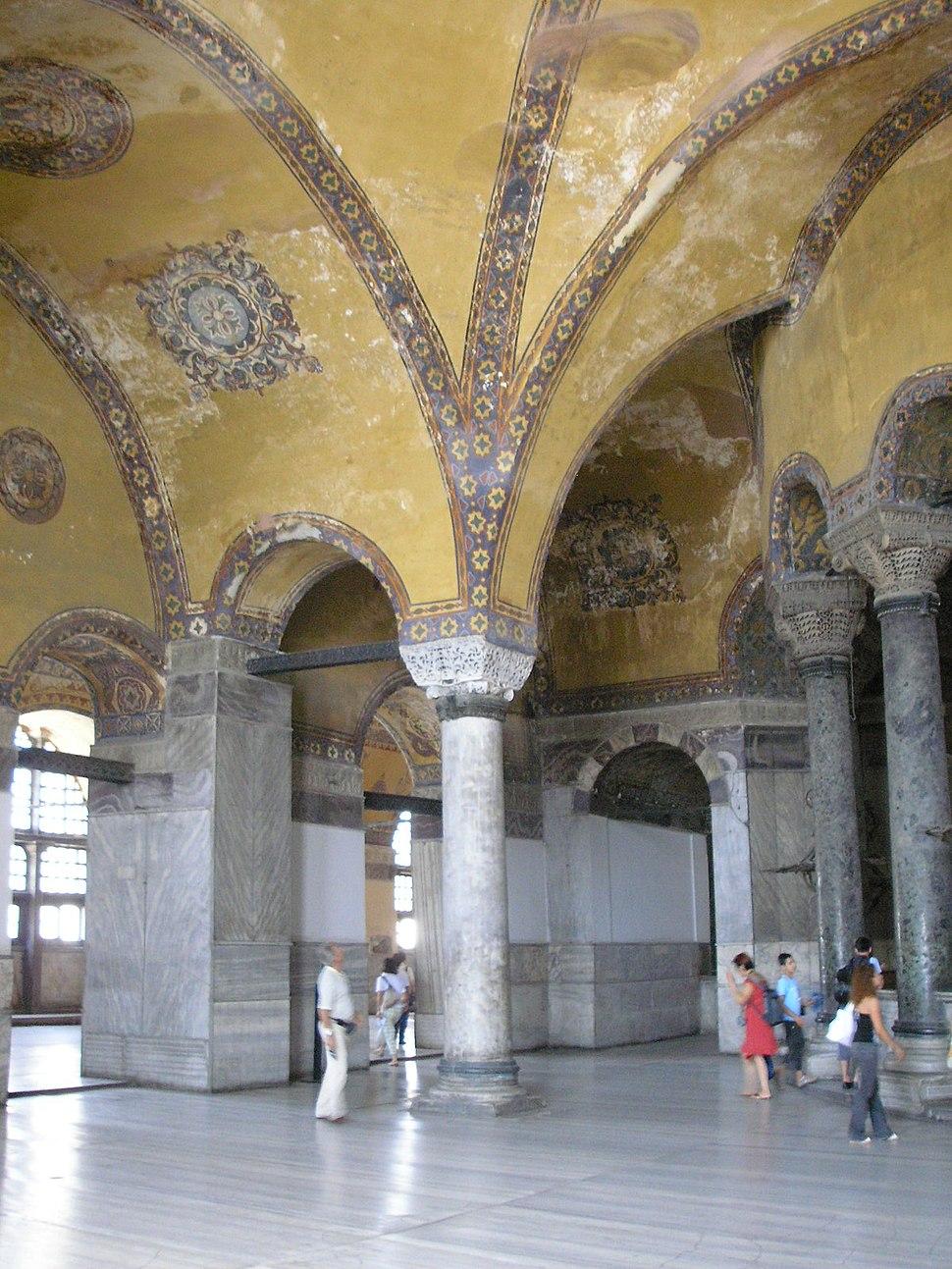 Upper gallery Hagia Sophia 2007 008