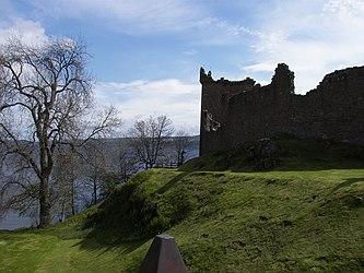 Urquhart Castle distance 4.jpg