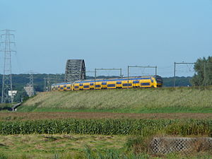 Arnhem–Nijmegen railway - Image: VIRM Rijnbrug Oosterbeek