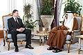 Valdis Dombrovskis tiekas ar Kataras emīru (6832616412).jpg