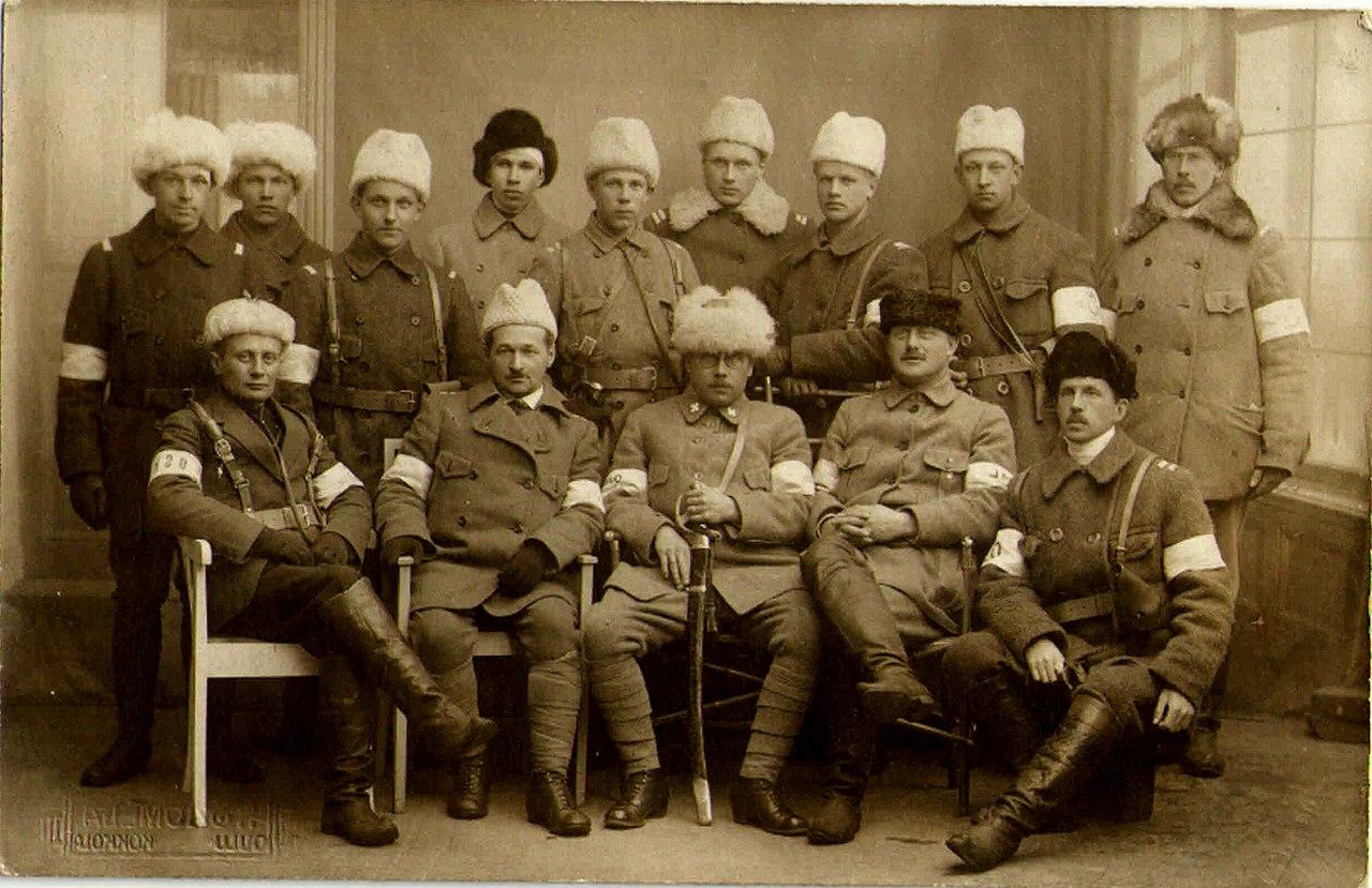 1280px-Valkoisia_Oulussa_1918.jpg