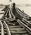Verbogen rails na brand Twisted rails after fire.jpg
