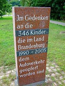 http://upload.wikimedia.org/wikipedia/commons/thumb/e/ed/Verkehrstod-Gedenktafel-Potsdam.jpg/220px-Verkehrstod-Gedenktafel-Potsdam.jpg