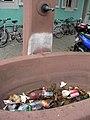 Vermüllter Brunnen an der Mattenstraße in Freiburg-Wiehre.jpg