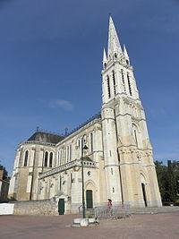 Vion (72) La Chapelle du Chêne Basilique 1.JPG