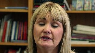 Fichier:WIKITONGUES- Rosemary speaking Scottish Gaelic.webm