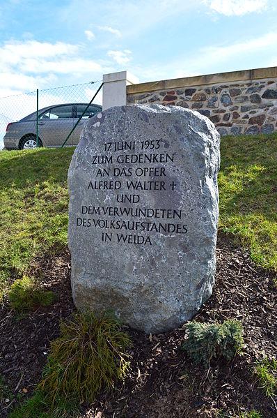 File:Weida 2013-04 0427 Gedenkstein Juniaufstand.JPG