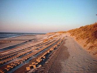 Frisian Islands - Image: Wellenbrecher, Düne