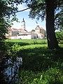 Widok na pokamedulski klasztor w Wigrach 2.jpg