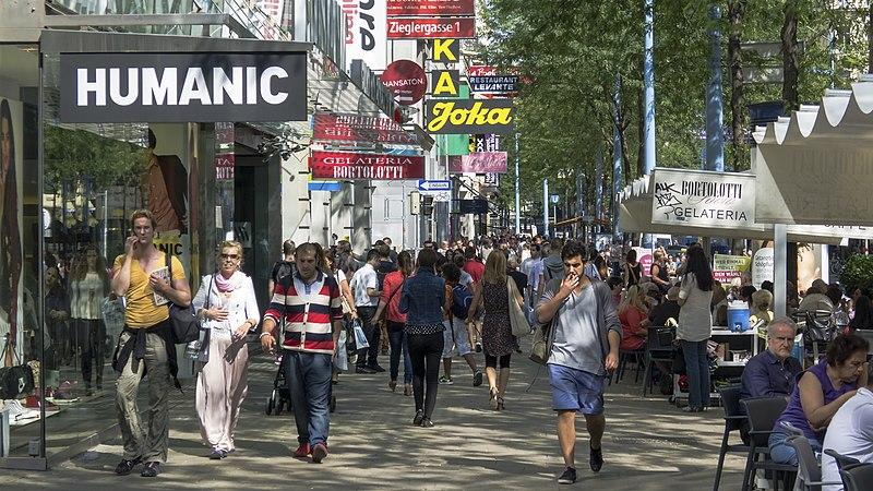File:Wien 07 Mariahilfer Straße Shopping d.jpg