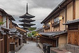 Yasaka-dori early morning with street lanterns and the Tower of Yasaka (Hokan-ji Temple), Kyoto, Japan.jpg