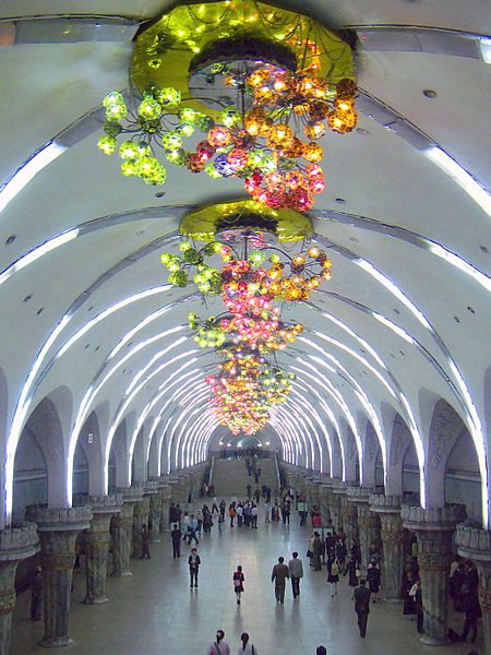 File:Yonggwang (Glory) Station, Pyongyang Metro, North Korea.jpg