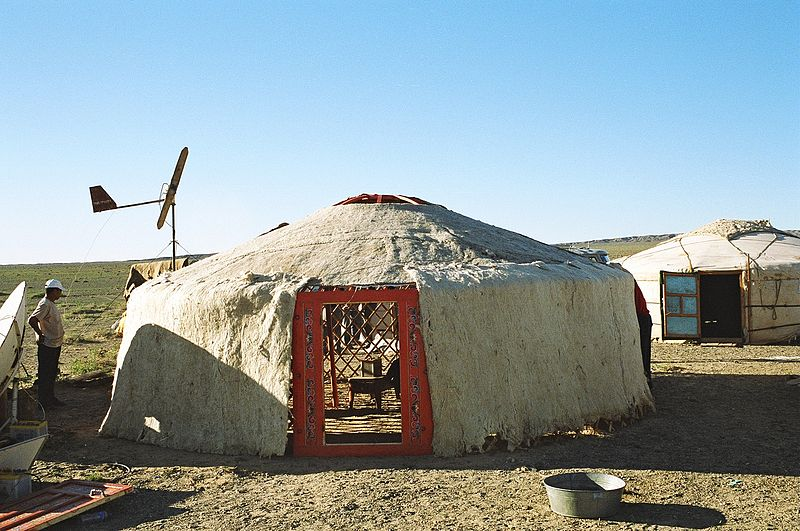 Yurta, la casa nómade Mongol 800px-Yurt-construction-4