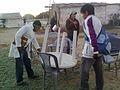 """""""Armando nuestras mesas y sillas para dar clases"""".jpg"""