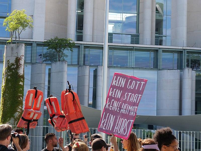 "File:""Seebrücke"" Demonstration for sea rescue in the Mediterranean sea in Berlin 7th of July 2018 13.jpg"