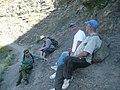 Группа Ученных-исследователей занимается разведкой горных пород.jpg