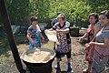 Женщины готовят бешбармак на казахской свадьбе.jpg