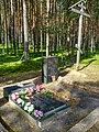 Карелия, Деревянное, Братская могила ВОВ у Красного Бора (вид 1).jpg
