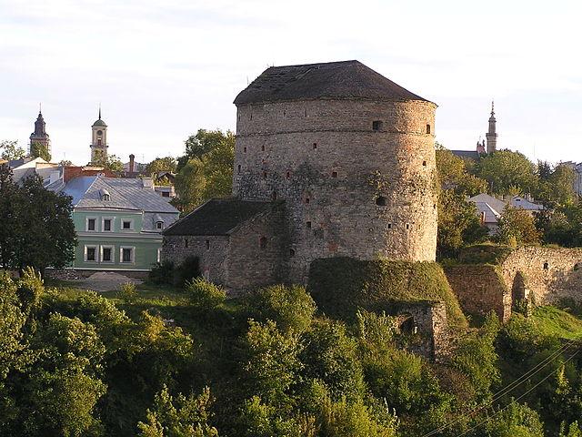 Кушнірська башта, Кам'янець-Подільський. Автор фото — Denis Vitchenko, ліцензія CC-BY-SA-3.0