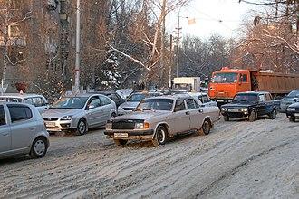 Snow tire - Image: Саратов пробка у Детского парка