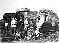 Солдаты добровольческой армии у танка Генерал Дроздовский.jpg